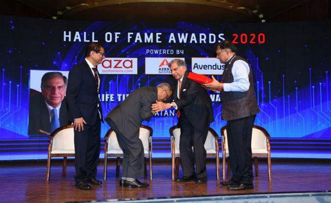 इंफोसिस के को-फाउंडर नारायण मूर्ति ने छुए मशहूर उद्योगपति रतन टाटा के पैर, जानिए पूरा वाकया