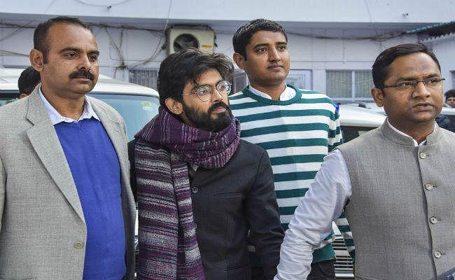 शरजील इमाम को पांच दिन की पुलिस हिरासत में भेजा गया, लगे फांसी दो के नारे
