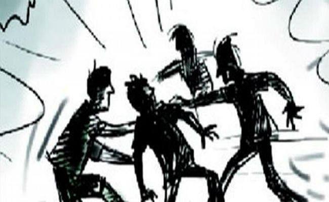 छात्रों के दो गुटों में झड़प, पांच घायल