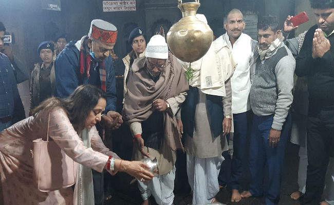 अभिनेत्री हेमा मालिनी ने विष्णुपद मंदिर में की पूजा-अर्चना