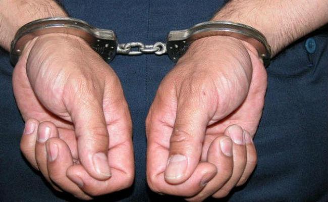 खुद को आयकर अधिकारी बता कर लूटनेवाला कांस्टेबल गिरफ्तार