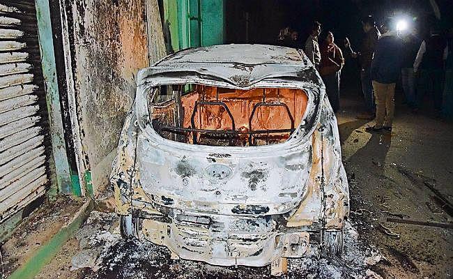 पटना : मूर्ति विसर्जन के दौरान झड़प, फायरिंग, दारोगा व सिपाही को लगी गोली