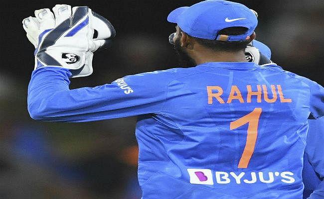 लगातार क्रिकेट पर बोले राहुल - एक महीने में इतने सारे मैच खेलना शारीरिक रूप से मुश्किल