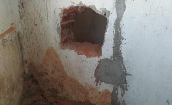 Ranchi : ठाकुरगांव के यूको बैंक में सेंधमारी, सीसीटीवी को तोड़ा