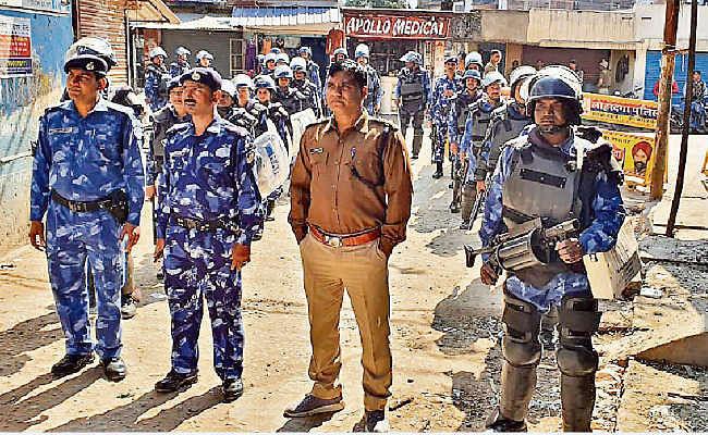 लोहरदगा : दिन में कर्फ्यू में ढील के बाद भी सुरक्षा व्यवस्था कड़ी