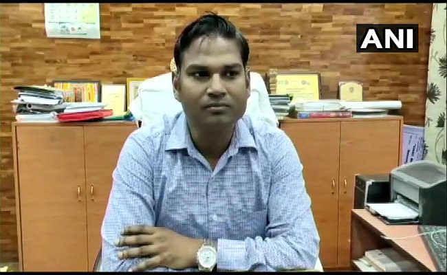 मिर्जापुर : मिड डे मील के खौलते सब्जी के बर्तन में गिरने से 3 साल की मासूम की मौत,  हेडमास्टर सस्पेंड