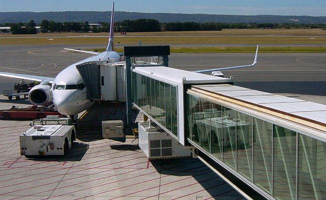कोरोना वायरस की रोकथाम : एयरपोर्ट पर यात्रियों की 'स्क्रीनिंग'' के लिए एयरो ब्रिज का होगा इस्तेमाल