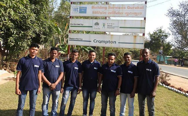 कल्याण गुरुकुल बुंडू के युवाओं को मिला रोजगार, दुबई में काम करेंगे सभी सात युवा