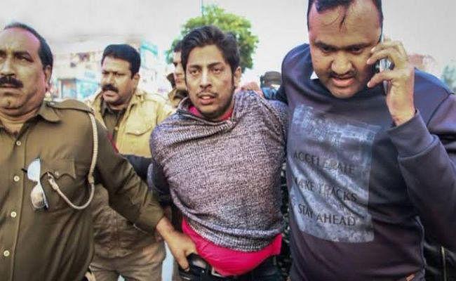 दिल्ली पुलिस का खुलासाः शाहीन बाग में गोली चलाने वाला AAP का कार्यकर्ता, राजनीति हुई तेज