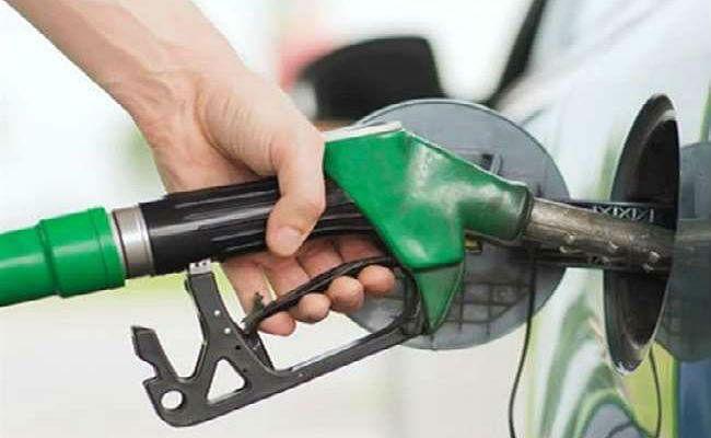 कोरोना वायरस के कारण कच्चे तेल के दाम में आयी गिरावट, 20 दिनों में पेट्रोल 2.84 सस्ता