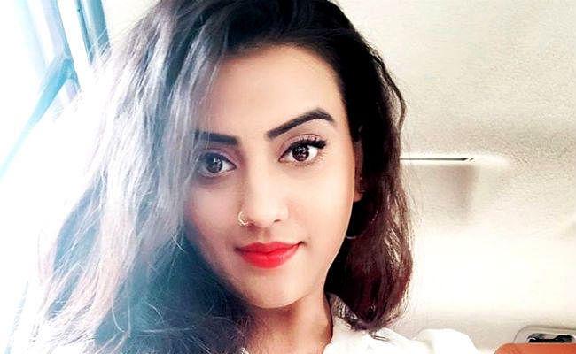 भोजपुरी में अश्लीलता पर भड़कीं अक्षरा सिंह, बॉलीवुड अभिनेता रणवीर के साथ करना चाहती हैं रोमांस