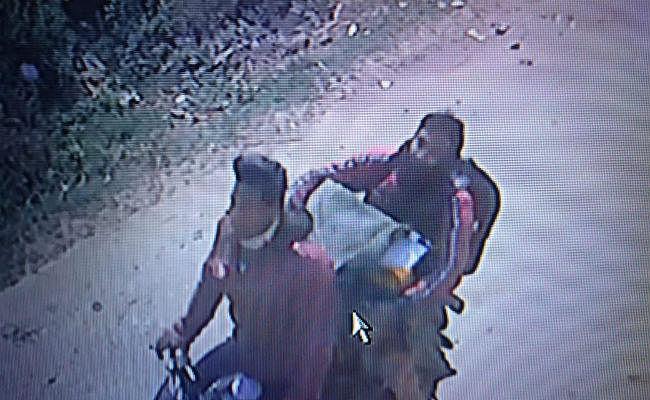 दरभंगा में  फाइनेंस कंपनी के ऑफिस से चार अपराधियों ने एक लाख 80 हजार रुपये से भरा बॉक्स लेकर बाइक से भागे, घटना सीसीटीवी में कैद