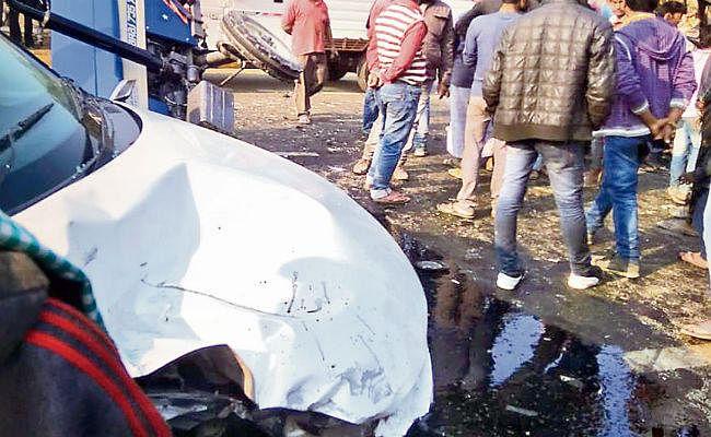 दरभंगा : डिवाइडर पार कर ट्रक से भिड़ी कार, डॉक्टर व ड्राइवर की मौत