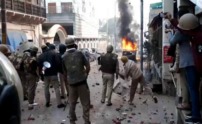 CAA के खिलाफ उपद्रव पर योगी सरकार की बड़ी कार्रवाई, 53 उपद्रवियों से 23 लाख रुपये की वसूली शुरू