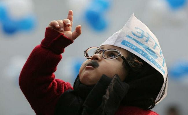 अरविंद केजरीवाल के शपथग्रहण में शामिल होगा 'बेबी मफलरमैन', पार्टी ने ट्वीट किया-Suit up Junior!