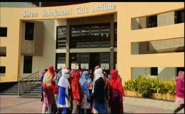 गुजरात : लड़कियों से कपड़े उतरवाने के मामले में इंस्टीट्यूट के प्रिंसिपल सहित चार पर प्राथमिकी
