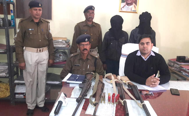 झारखंड में पीएलएफआइ के दो उग्रवादी गिरफ्तार, चार राइफल व भारी मात्रा में कारतूस बरामद