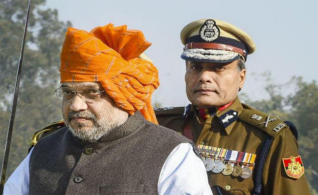 शरारती तत्वों से निपटते वक्त दिल्ली पुलिस को संयम बरतना चाहिए : शाह