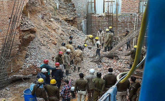 दिल्ली में निर्माणाधीन इमारत गिरी, एक की मौत, एक को बचाया गया