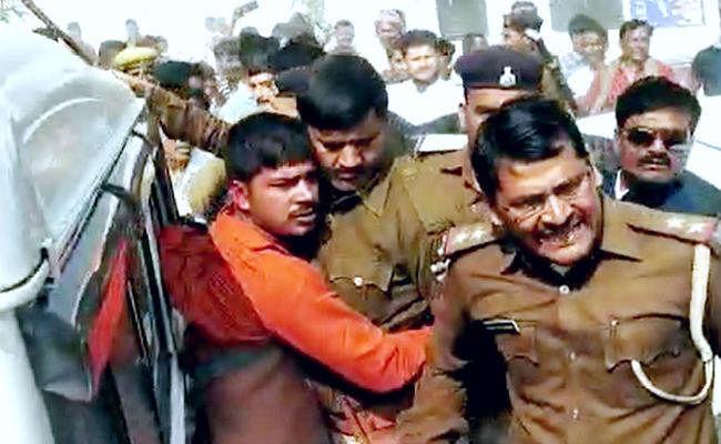 लखीसराय में कन्हैया कुमार पर युवक ने फेंका चप्पल, समर्थकों ने आरोपित युवक को जमकर धुना