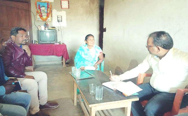प्रभात खबर इंपैक्ट : शहीद विजय सोरेंग की पत्नी की मदद के लिए प्रशासन ने बढ़ाया हाथ
