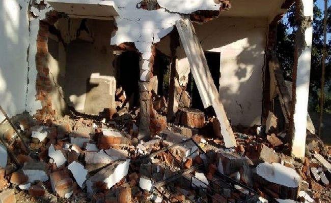 गया : माओवादियों ने डायनामाइट लगा स्कूल भवन को उड़ाया
