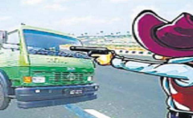 भागलपुर में ट्रक ड्राइवर से हथियार के बल पर लूटपाट, पुलिस ने आनन-फानन में छात्र को उठाया