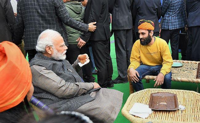 Hunar Haat पहुंचे PM मोदी ने बिहार स्पेशल लिट्टी-चोखा का चखा स्वाद, कुल्हड़ में पी चाय