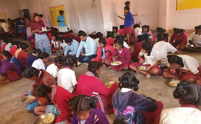 कस्तूरबा गांधी आवासीय विद्यालय में छात्राओं को नहीं मिल रहा भोजन, आवासीय सुविधा उपलब्ध कराने पर वार्डेन ने लगायी रोक