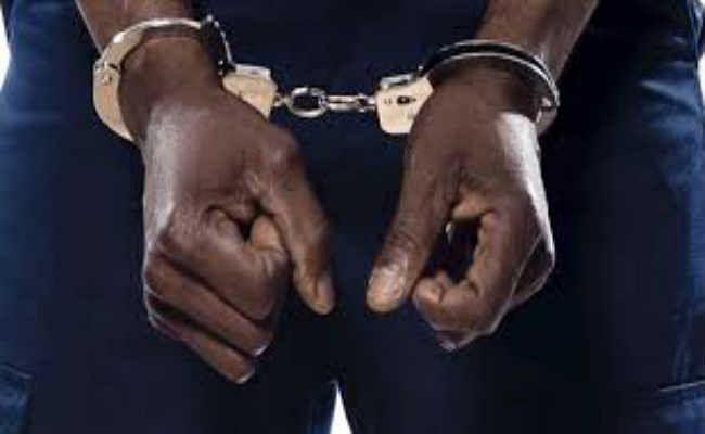फर्जी दस्तावेजों के साथ दो युवक गिरफ्तार