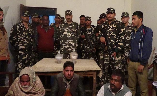 बिहार : सेना ने सांप के जहर के साथ तीन तस्करों को किया गिरफ्तार, कीमत जान के दंग रह जाएंगे आप...