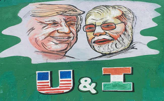 AAP कार्यकर्ता ने शेयर की पीएम मोदी- ट्रंप की छेड़छाड़ वाली तस्वीर, सच जल्द आया सामने