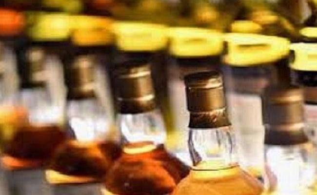 """Bihar News: सीमेंट गोदाम से """"35 लाख की 300 कार्टन शराब जब्त, गोदाम मालिक समेत चार पुलिस हिरासत में"""
