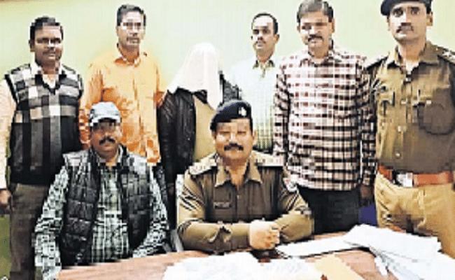 गया जंक्शन पर 30 लाख रुपये के मेफड्रोन के साथ धंधेबाज गिरफ्तार