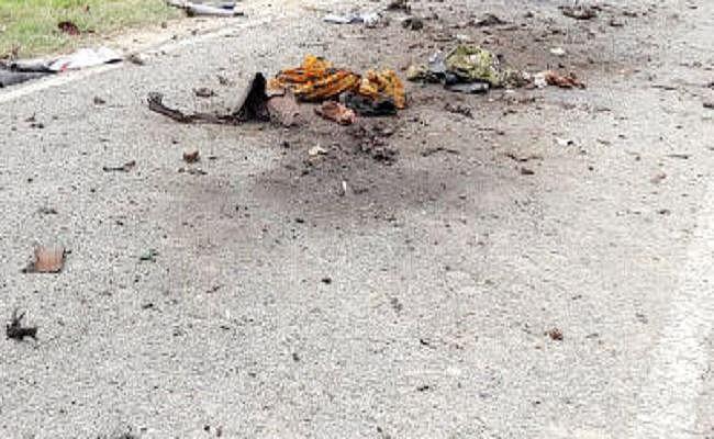 युवक पर फेंका बम, गंभीर रूप से घायल