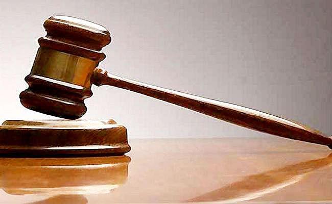साढ़े तीन साल पुराने मामले में SP समेत पांच पुलिस अफसरों के खिलाफ वारंट, डीजीपी को वारंट तामिला कराने का आदेश
