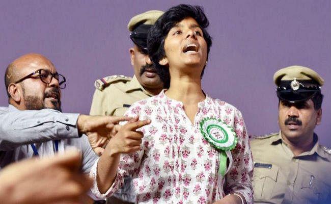श्रीराम सेना के कार्यकर्ता ने अमूल्या को मारने के लिए 10 लाख इनाम की घोषणा की