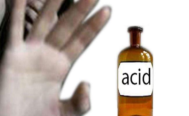 Acid Attack: छात्र ने सहपाठियों पर फेंका तेजाब, तीन छात्राओं समेत चार झुलसे