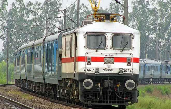 भारतीय रेल के साथ मिल कर करें बिज़नेस, महीने भर में लाखों की कमाई