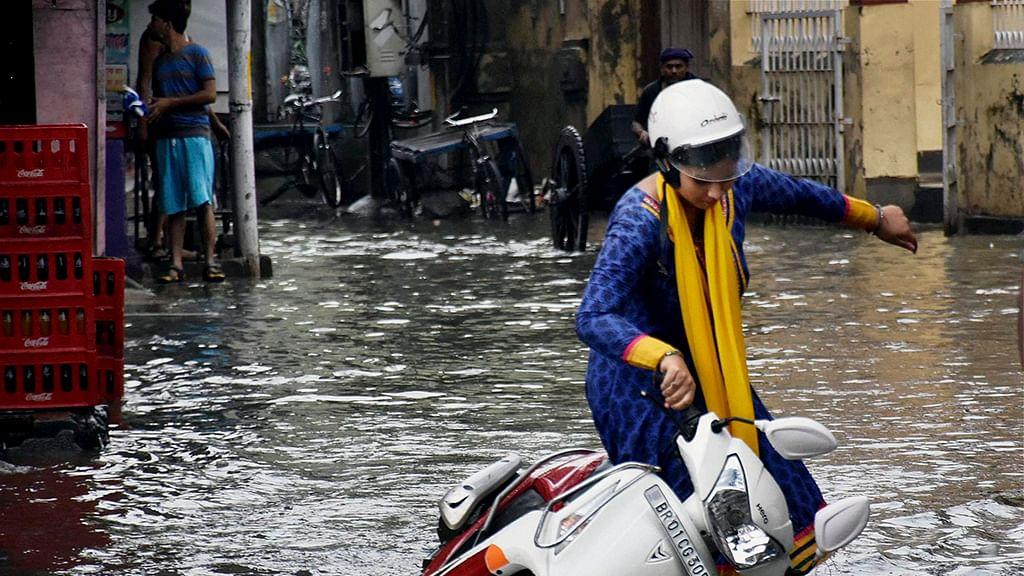 موسلادھار بارش سے دہلی پانی پانی، کئی علاقوں میں آبی جماؤ، آرینج الرٹ جاری