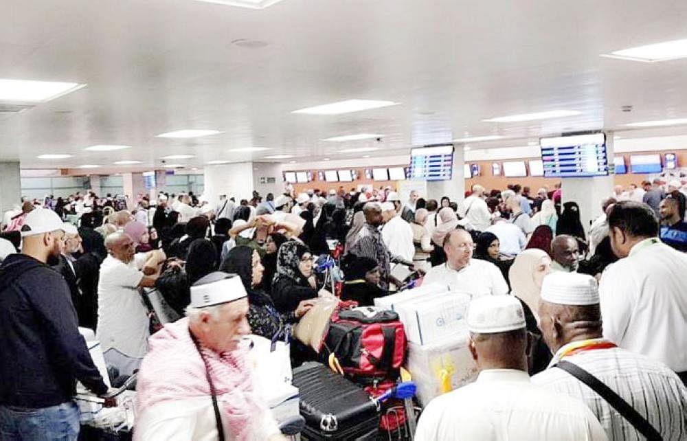 حجاج کی روانگی شروع، ائیرپورٹ پر بے سر و سامانی