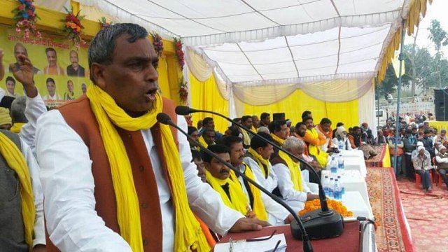 مذہب کی بنیاد پر لڑانے والے سیاسی لیڈروں کو نذر آتش کر دو: یو پی وزیر