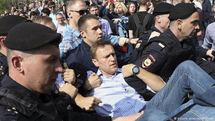 روس بھر میں صدر پوٹن کے خلاف مظاہرے، سینکڑوں مظاہرین گرفتار