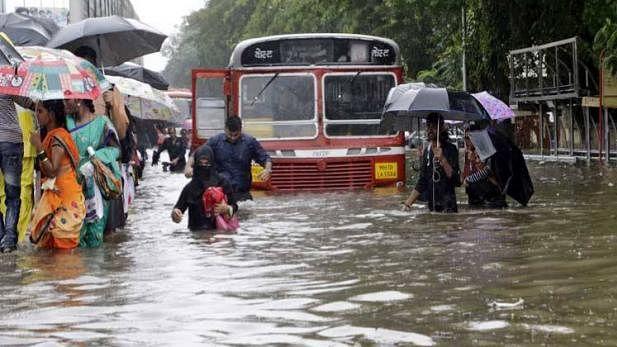ممبئی میں نہیں تھم رہی بارش، معمولات زندگی کے ساتھ ساتھ ٹریفک نظام بھی درہم برہم