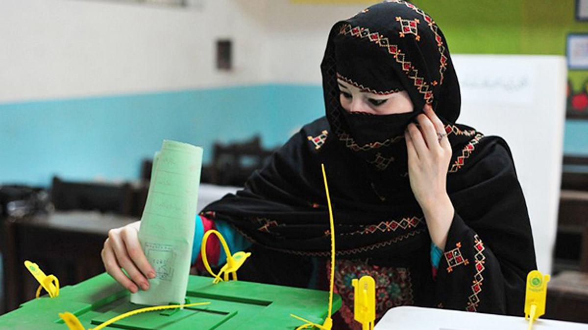 کون پاکستانی انتخابات میں تاخیر چاہتا ہے؟