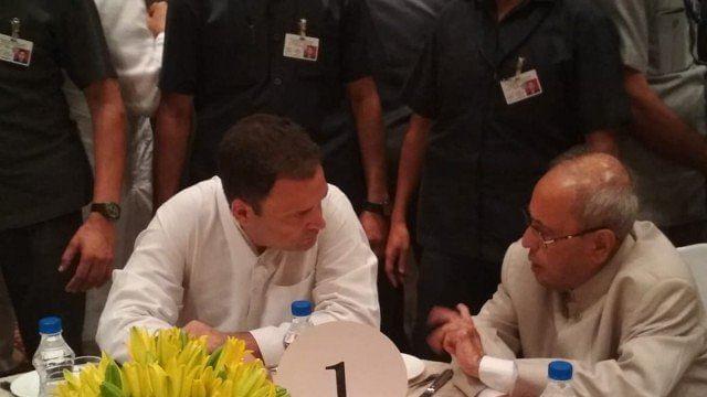 راہل گاندھی کی افطار پارٹی میں سماج کے ہر طبقہ نے شرکت کی