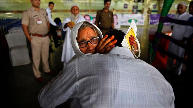 عازمین حج کی روانگی کا سلسلہ شروع، پہلے قافلہ کو مختار عباس نقوی نے دکھائی جھنڈی
