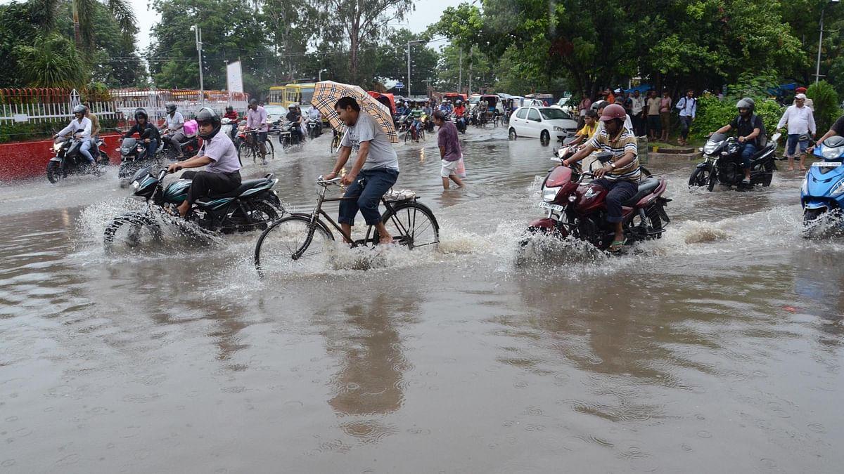دہلی میں بارش، سڑکیں پانی سے لبالب، کئی مقامات پر ٹریفک جام