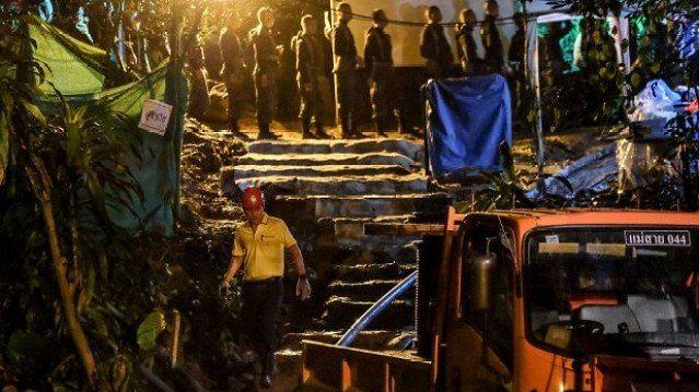 تھائی لینڈ:  تاریک غار میں 18دن  موت اور بچوں کے درمیان دیوار بن کر کھڑا رہا کوچ