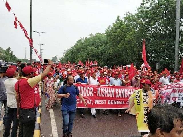 مودی حکومت کے خلاف جنتر منتر پر مزدوروں و کسانوں کا امنڈا سیلاب